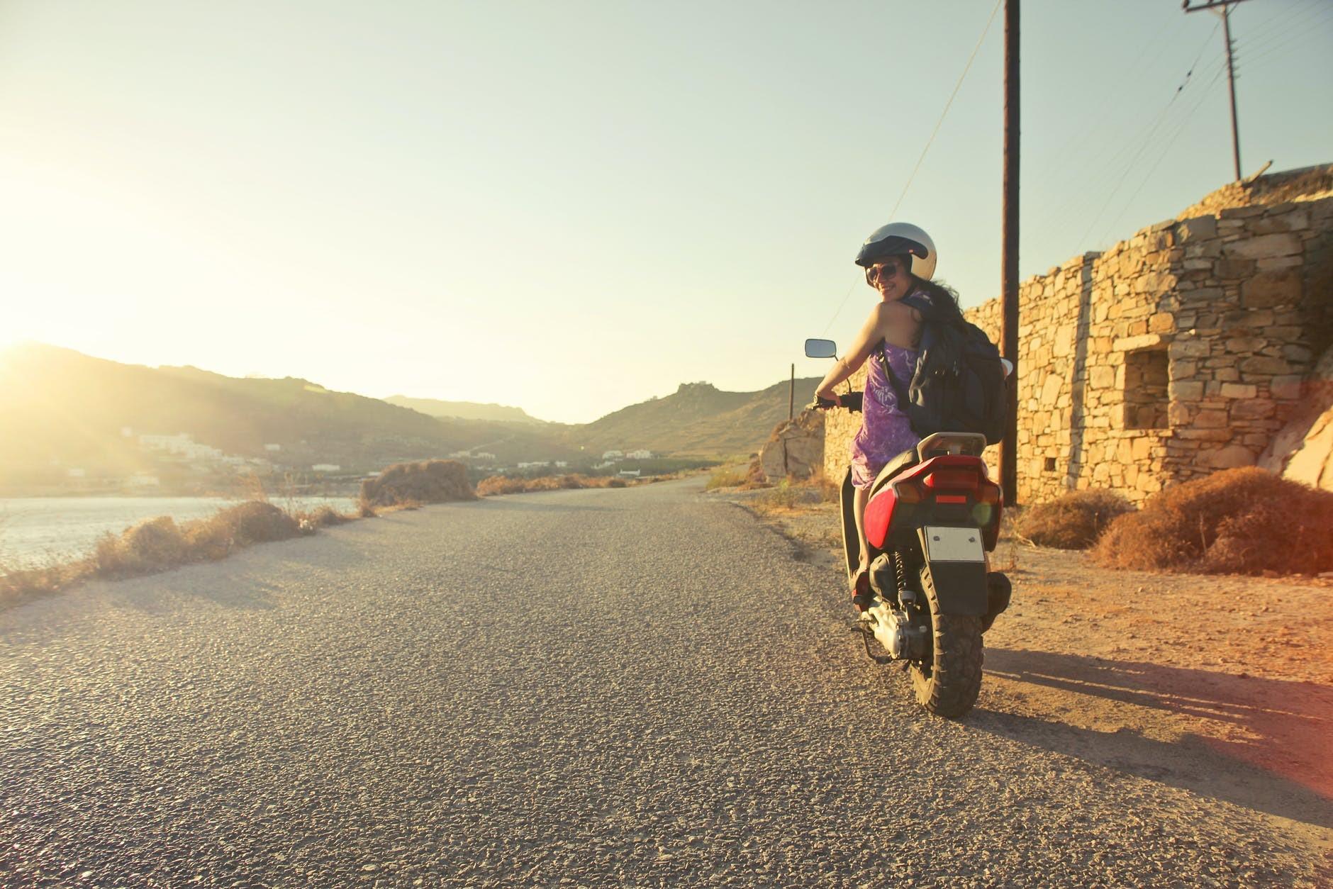 Capacete de moto: escolhe a segurança em primeiro lugar