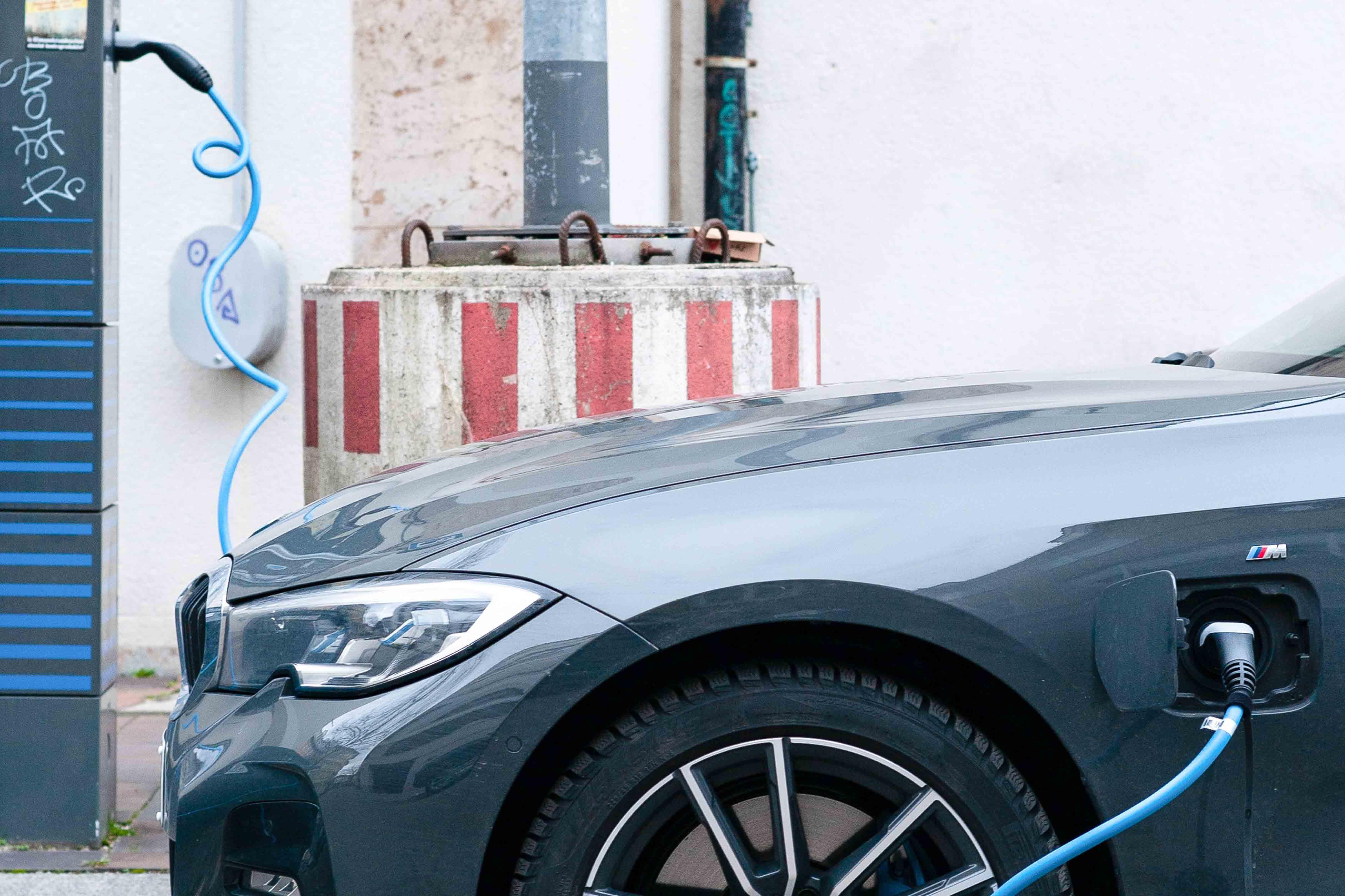 Tudo o que precisas de saber antes de comprar um carro elétrico usado