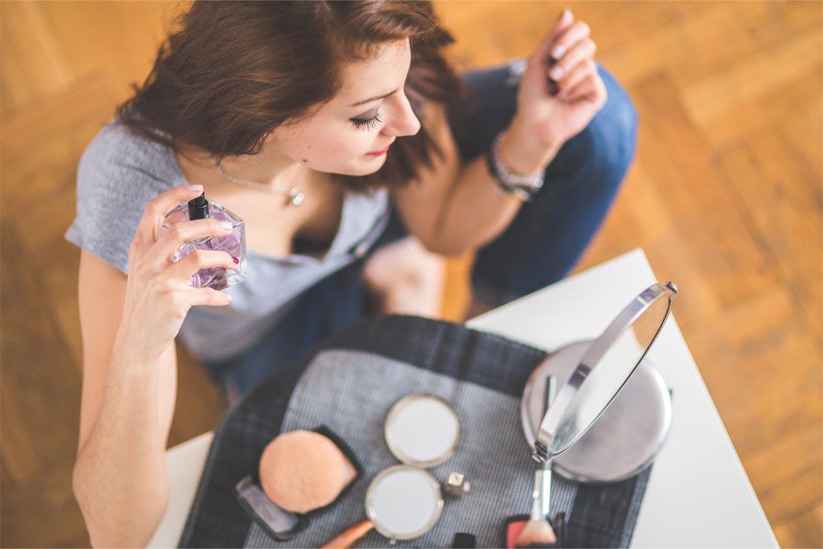 7 perfumes baratos unissexo que os dois vão querer usar e abusar