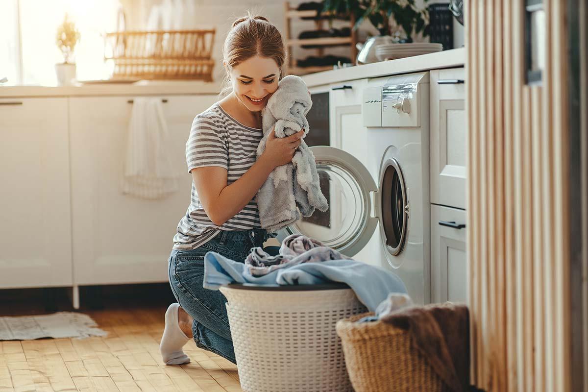 Como poupar trocos na hora de lavar a roupa