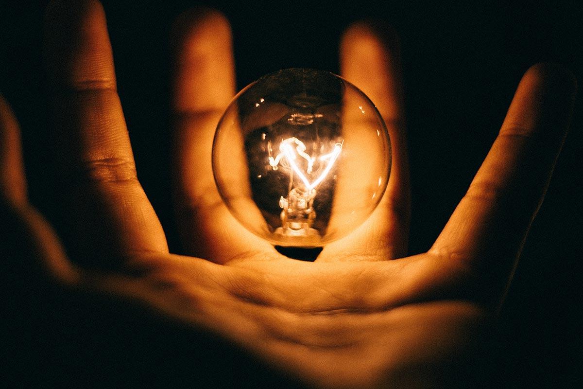 Como poupar energia? Experimenta estas 9 dicas