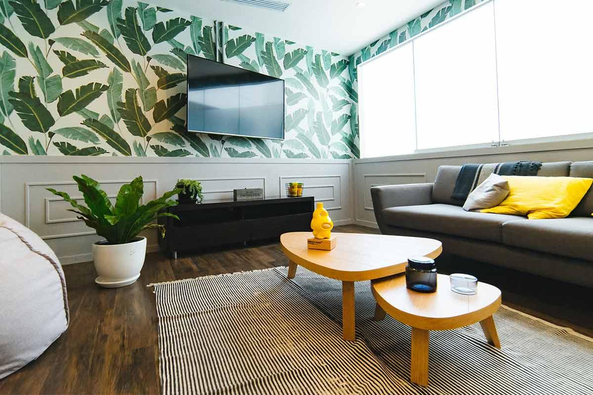 Papéis de parede: 5 ideias low budget para decorar a casa