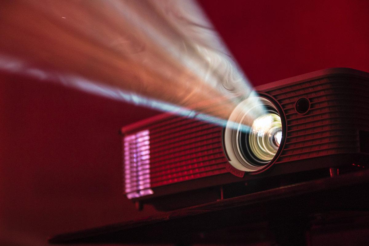 Como escolher o melhor projetor de vídeo para ter em casa