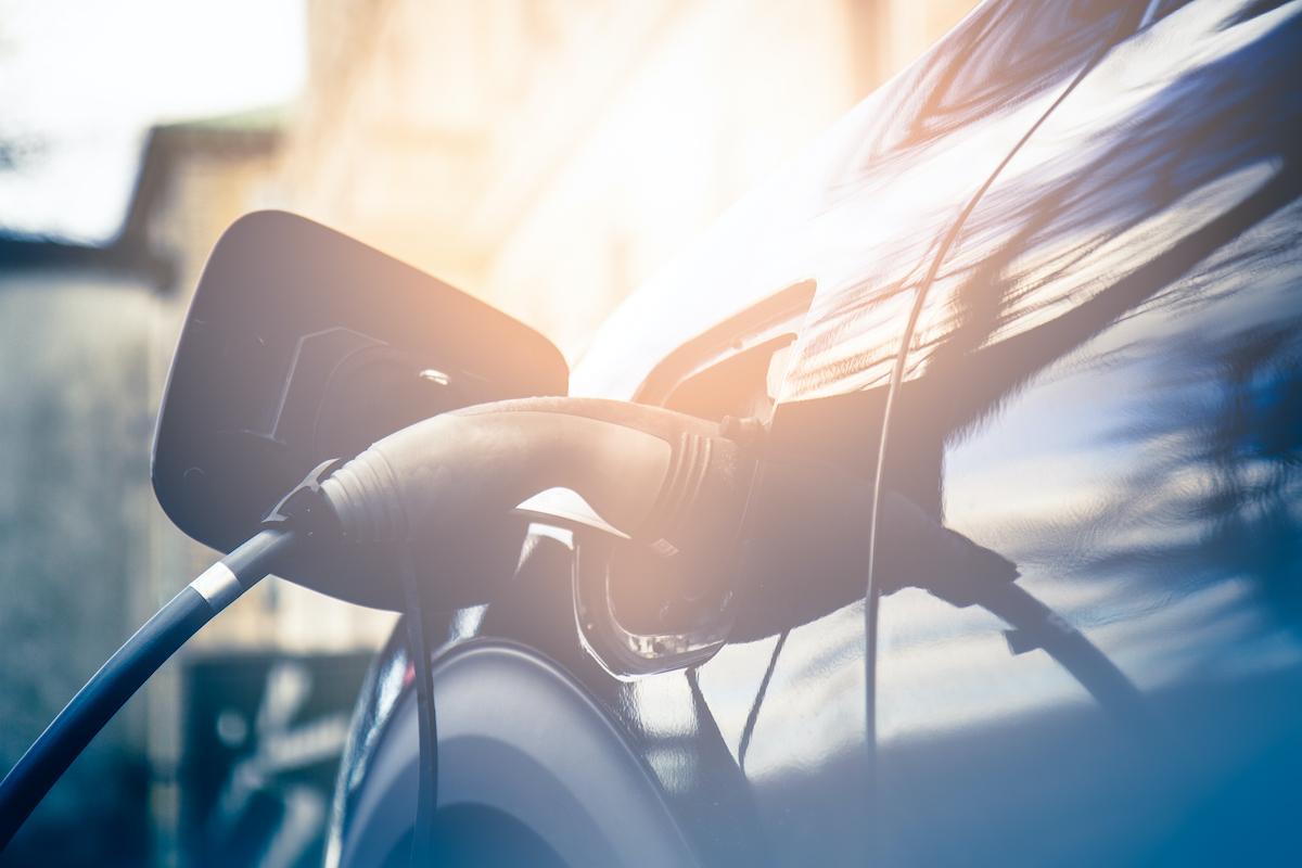 Carros elétricos, híbridos e híbridos plug-in: descobre as diferenças