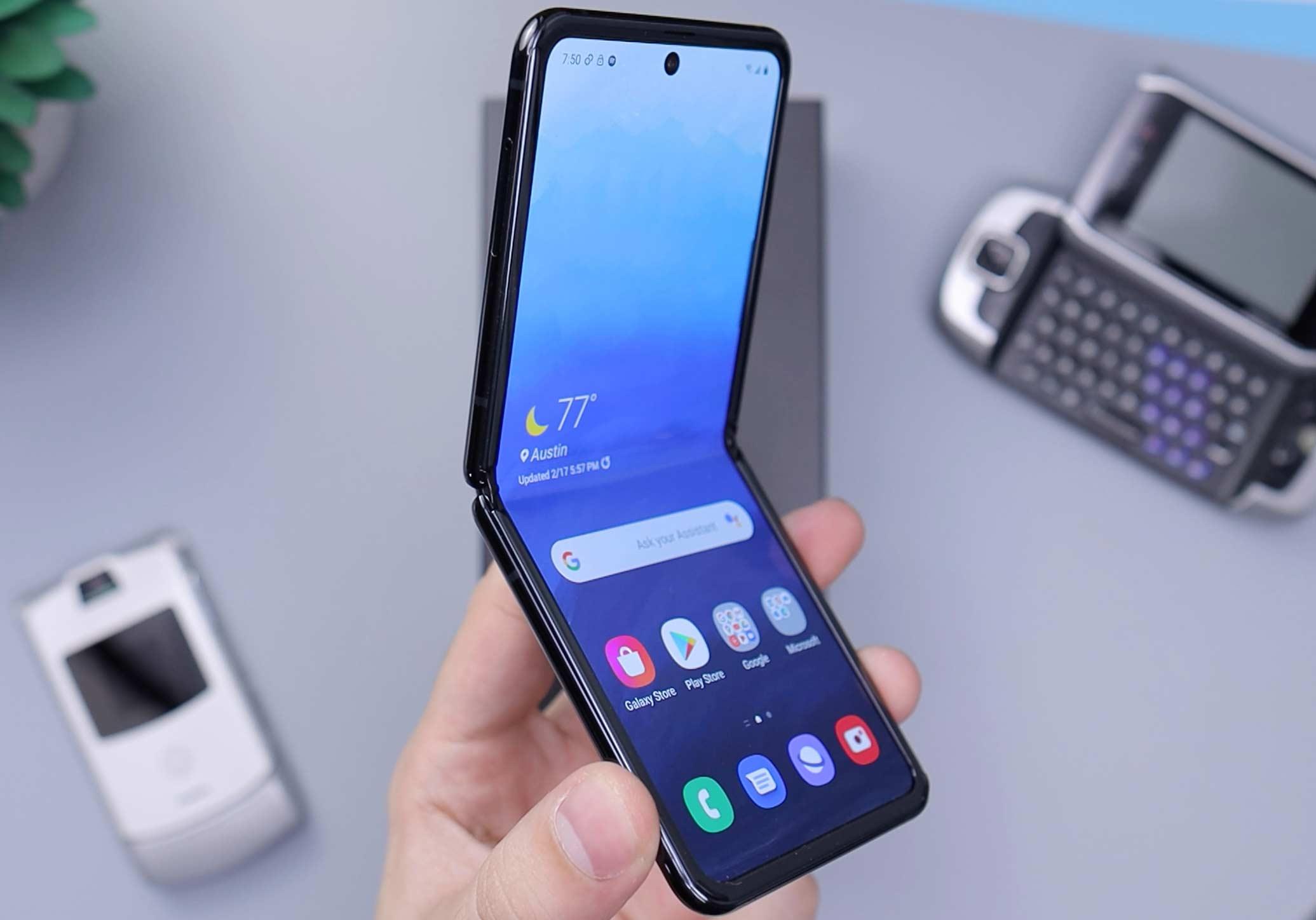 Telemóveis dobráveis: os smartphones de 2021