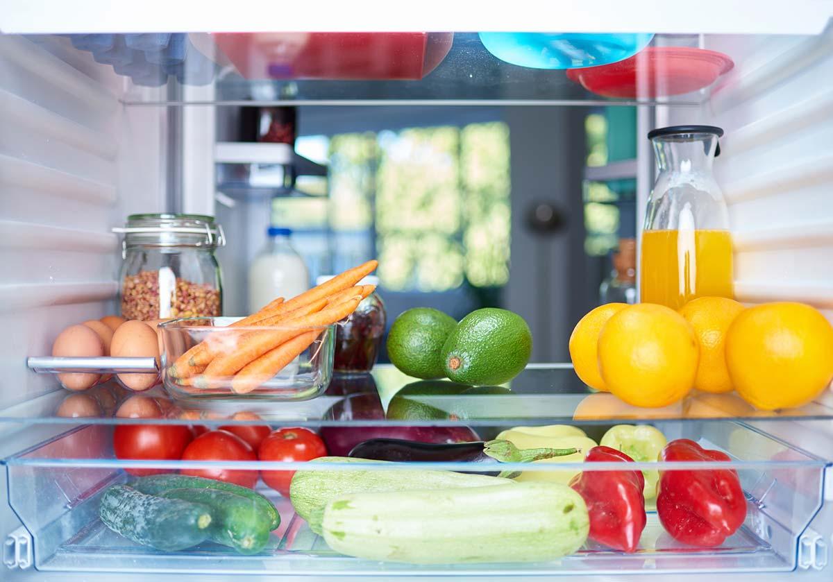 Organizar frigorífico: truques para o manter limpo e arrumado
