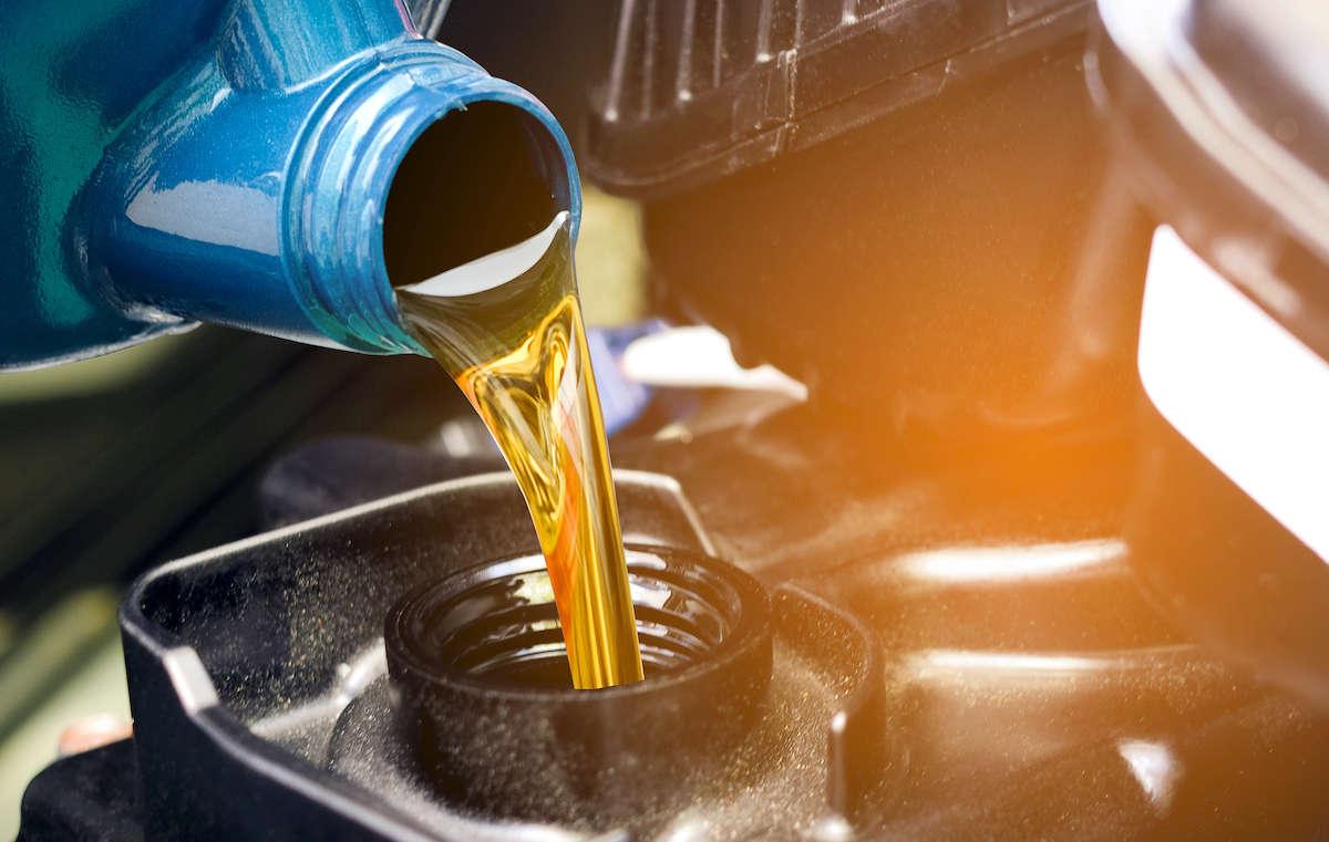 Óleo mineral ou sintético: qual o melhor para o teu carro?