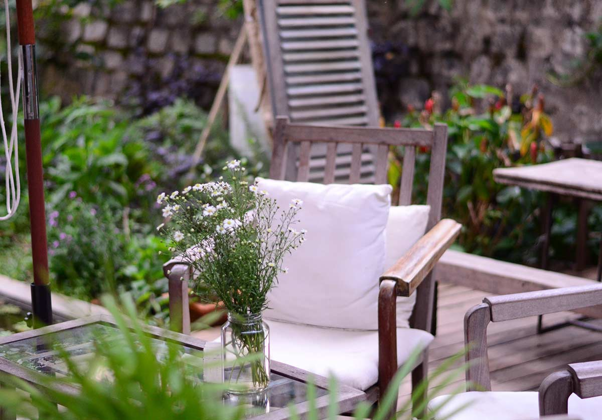 Decoração de jardim: 14 ideias práticas e baratas